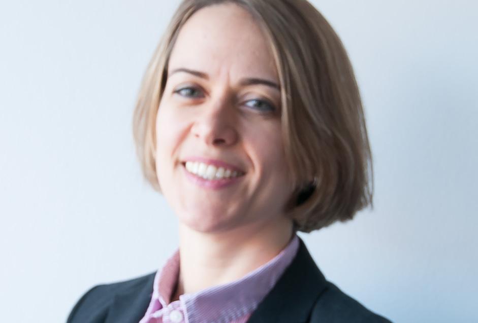 Dr. Julia Haes